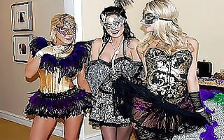 masquerade in lesbo style