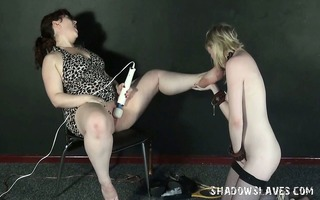 lesbo feet licking and foot domination of