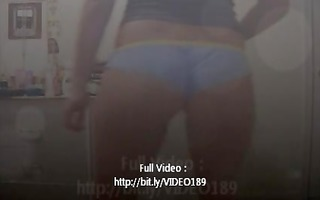 hawt girl shaking ass!