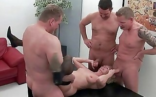 mamma takes on four hard boyz all at the same time