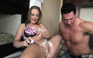 thick honey getting her twat bald clean
