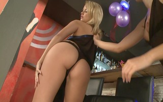 sexy lezzie picks up chick at bar - playvision