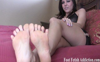 i know how much love to worship feet and engulf
