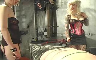 5 hawt tattooed dominatrixes torment their slave