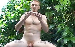 homo chap eats fruit bare