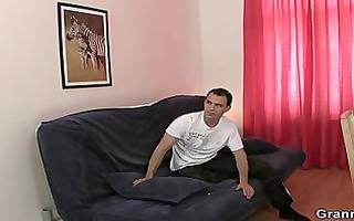 massage leads to oral-service and cock riding