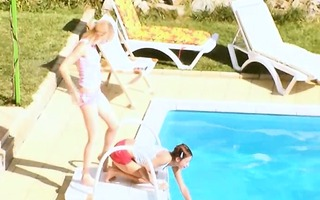 women secret coitus by the pool