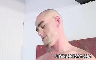 brawny fellow enrique currero seduces his str