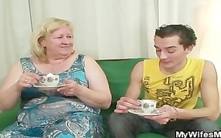 biggest granny is banged by her son on law
