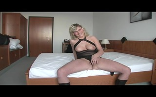 d like to fuck honey gets off in her room - julia