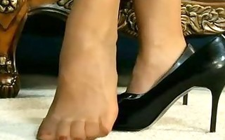 aria giovanni: id engulf her toes!