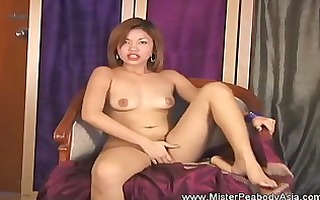 dildo inserting on a soaked snatch