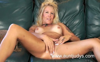 blond mother id like to fuck housewife yvette