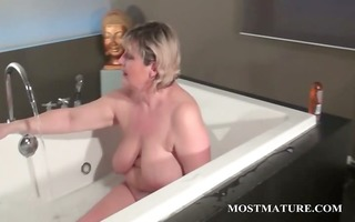 aged tramp dildoes vagina in bathtub